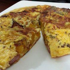 El oriente de Venezuela se siente a través de sus platos Torta de platano con chorizo Chorizo, Chefs, Venezuelan Food, Venezuelan Recipes, Cuban Dishes, Latin American Food, Kitchen Dishes, Stevia, Street Food