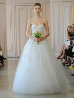 Oscar de la Renta white corded flower lace embroidered tulle ball gown wedding dress
