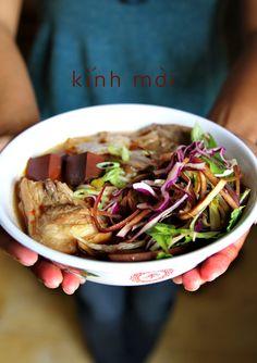 Bun Bo Hue (Vietnamese Beef Noodle Soup) http://viaggi.asiatica.com/