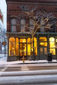 """breathtakingdestinations: """" Market Street - Corning - New York - USA (von """" Winter Songs, Winter Time, Cozy Winter, Boutiques, Restaurants, Upstate New York, Time Of The Year, Small Towns, Wonderful Time"""