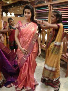 Discover thousands of images about Actress sneha @ PSR SILKS , 100 feet road , coimbatore. Saree Styles, Blouse Styles, Blouse Designs, Kanjivaram Sarees, Silk Sarees, Indian Beauty Saree, Indian Sarees, Checks Saree, Modern Saree