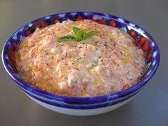 Recette grecque du Ktipiti, Parfait pour un apéro entre amis, accompagné de légumes frais, tartiné sur des toasts, blinis, pain grillé ou pita ou même en accompagnement de viandes froides…
