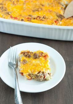 Low Carb Breakfast Casserole - super easy and feeds 8-10, depending on how it's cut. Would be perfect as a breakfast that will last the entire week!