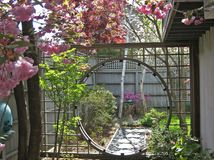 Moon gate how to build and gates on pinterest - Il faut cultiver notre jardin signification ...
