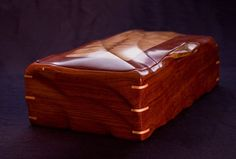 """""""Dunes"""" - 2 wood box by """"Andy"""" Bubinga with Myrtlewood medallion and handle, Maple corner splines Wooden Art Box, Wooden Box Designs, Wooden Tool Boxes, Wooden Jewelry Boxes, Jewellery Boxes, Old Boxes, Small Boxes, Box Maker, Woodworking Inspiration"""