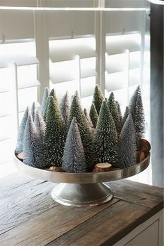 Weihnachtsdekoration DIY Idea: Fill a tray with deco Christmas trees for a simple but festive table Small Christmas Trees, Noel Christmas, Winter Christmas, Vintage Christmas, Christmas Crafts, Christmas Vignette, Christmas Countdown, Xmas Tree, Christmas Christmas