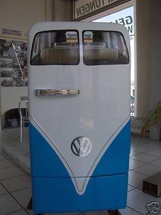 How freakin' cool! A VW fridge! Paint Refrigerator, Painted Fridge, Vintage Fridge, Vintage Kitchen, Vintage Refrigerator, Man Cave Fridges, Volkswagen T1, Combi Vw, Vintage Appliances