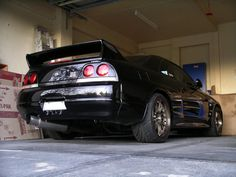 Nissan Skyline this is not an you can easily tell because of the tail lights. Nissan Skyline Gtr R33, Nissan R33, R33 Gtr, Japanese Sports Cars, Japanese Cars, Tuner Cars, Jdm Cars, Nissan Infiniti, Sport Cars