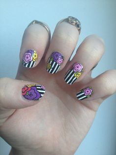 Manicurious: The Queen of Striped Flowers