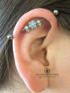Makayla stopped by the studio for new jewelry for her healed industrial piercing (not pierced by us). She put together this lovely combination of @anatometal jewelry. Thanks so much, Makayla! @vaughnbodyartsMonterey, CA
