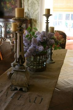 burlap table runner and lilacs-pretty!