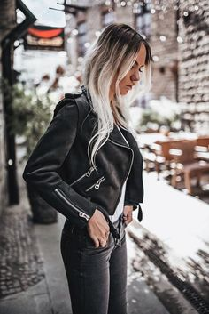 Creative Spring Outfit Ideas For Women Biker Jacket Outfit Women, Leather Jacket Outfits, Leather Jackets, Casual Street Style, Chic Outfits, Spring Outfits, All Black Outfit, Black Outfits, Style Noir