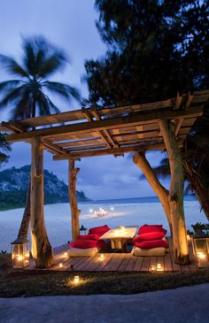 Romantic Candlelight Beach Dinner at North Island - Top 10 Candlelight Dinners On The Beach Romantic Places, Beautiful Places, Romantic Beach, Romantic Getaway, Romantic Travel, Beach Romance, Beautiful Life, Romantic Evening, Beautiful Islands