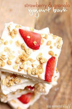 Strawberry & Granola Yogurt Bark | Six Sisters' Stuff