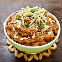 Homemade refried beans are a great side for almost any Mexican main dish. They are also healthier than store bought because they do not contain hydrogenated oils and preservatives. How do you make refried beans Bean Recipes, Side Dish Recipes, Side Dishes, Healthy Recipes, Delicious Recipes, Yummy Food, Mexican Main Dishes, Spanish Dishes, Bean Diet