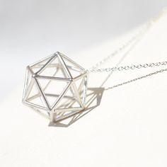 正二十面体 シルバーペンダント - フラワーオブライフ、メタトロンキューブ、神聖幾何学、ヘンプアイテムの K C ジョーンズ・クリスタルショップです。
