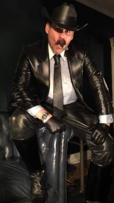 Men's Leather Jackets: How To Choose The One For You. A leather coat is a must for each guy's closet and is likewise an excellent method to express his individual design. Leather jackets never head out of styl Mens Leather Pants, Leather Blazer, Leather Gloves, Men's Leather, Leather Jackets, Cigar Men, Hard Men, Mens Gloves, Leather Fashion
