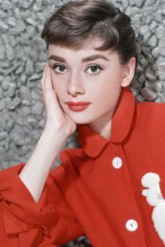 Audrey Hepburn's Most Glamorous Moments - Audrey Hepburn Photos Audrey Hepburn Photos, Audrey Hepburn Style, Audrey Hepburn Fashion, Divas, Fair Lady, Old Hollywood Glamour, Iconic Women, Mode Vintage, Classic Beauty