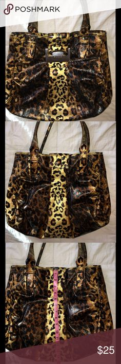 😼Guess Cheetah Print Purse😼 😼Guess Cheetah Print Purse😼 Super cute! I love ❤️ this bag!  The interior is torn, the price reflects this. Guess Bags