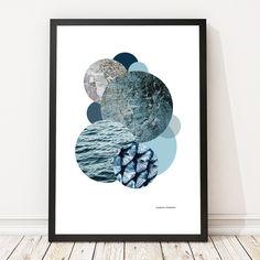 """Designet af Christina Kamman og Gitte Pedersen  """"Deep in the Sea""""50 x 70 er trykt på mat 150 g. papir.  """"Deep in the Sea""""30 x 42 er trykt på silkemat 350g. papir.  En grafisk sammensætning med fotos af sten, træ og vand, kombineret med farver.  Håber du bliver glad for din marble - """"Deep in the sea""""."""