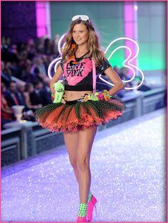 victoria secret fashion show 2011