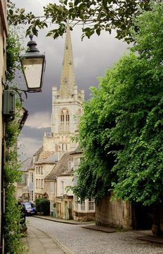 Barn Hill e All Saints Church, Stamford, Lincolnshire, Inglaterra Stamford Lincolnshire, Lincolnshire England, Stamford England, Suffolk England, Oh The Places You'll Go, Places To Travel, England And Scotland, English Countryside, Kirchen