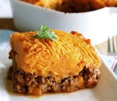 A gluten free and healthy shepherd's pie recipe with spinach and sweet potato mash Healthy Gluten Free Recipes, Allergy Free Recipes, No Dairy Recipes, Sugar Free Recipes, Gf Recipes, Healthy Food, Recipies, Steamed Sweet Potato, Mashed Sweet Potatoes