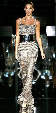 Dolce and Gabbana. Runway hair is so sleek this season, proving you don't have to be a master stylist to look chic on your night out! Haute Couture Style, Couture Mode, Couture Fashion, Runway Fashion, Womens Fashion, Estilo Fashion, Love Fashion, High Fashion, Fashion Beauty