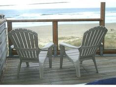 Oceanfront, spectacular views, fireplace. D\eck, charcoal BBQ. WiFi, DSL