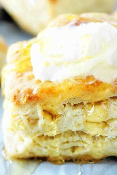These flaky, homemade buttermilk biscuits are seriously easy to make and come together in less than 15 minutes! They're soft and fluffy, with layer upon layer of buttery, flaky goodness! Make them for breakfast or use a side dish recipe! Southern Homemade Biscuits, Homemade Buttermilk Biscuits, Buttery Biscuits, Easy Drop Biscuits, Easy Party Food, Biscuit Recipe, Baking Recipes, Bread Recipes, Bisquick Recipes