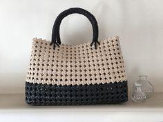 ハンドメイドマーケット+minne(ミンネ)|+ベージュとブラックのバッグ