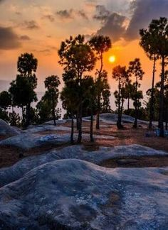 Thos place is called PunjPeer and is an amazing rock formation stretching over a large area. The rocks are located in Kahuta district.