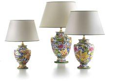Las lámparas de cerámica Capri, tienen un diseño de grandes flores multicolores y franjas azules adornadas que nos recuerdan a los mosaicos romanos.  Exquisitas y elegantes lámparas de Cerámica San Marco que podéis encontrar en:   http://www.aqdecoracion.es/lamparas-de-ceramica-san-marco-capri_637.html
