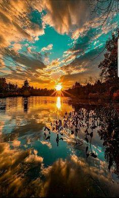 a beautiful sunset. What a beautiful sunset.What a beautiful sunset. Beautiful Nature Wallpaper, Beautiful Landscapes, Beautiful Nature Images, Best Nature Photos, Pics Of Nature, Beautiful Sunset Pictures, What A Beautiful World, Sunset Pics, Sunset Art