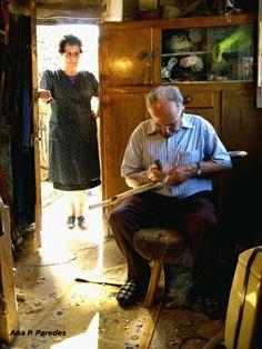 """""""Isabel y Jesús, por muchos años"""". Foto de Ana P. Paredes. En: """"Cruce de Caleyas"""". La Nueva España. Asturias, España. http://comunidades.lne.es/blogs/anaparedes?oauth_comprueba=1&hash_user=bbabf1cb5c96510a32a65fa497854e90"""