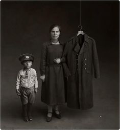 Invisible Dad. Results of war. Portrait by unknown photographer (www.culturainquieta.com)
