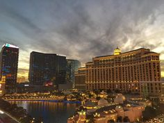 Pôr do sol em Las Vegas nesse momento! Sunset in Las vegas at this moment! #vegasoracle #lasvegassunset #sunset #vegas