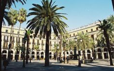 The Plaça Reial is a trapezoidal square with a fountain in the middle. Is somewhat hidden off the Ramblas and is perfect for a night out. There are several interesting pubs. #‎Barcelona