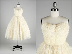 Vintage 1950s Dress . Ivory Lace . Tulle . Chiffon . Full Skirt . Strapless . Shirred Bodice . XS . 1588