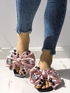 Shop Exaggerated Bowknot Shiny Decorated Flat Sandals right now, get great deals at joyshoetique Sandals Outfit, Fashion Sandals, Shoes Sandals, Flats, Best Shoes Online, Rhinestone Shoes, Trend Fashion, Cheap Fashion, Flat Sandals