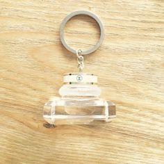 Porte-clés bouchon de flacon Parfum CHANEL N5 COCO Mlle COCO Noir Key Ring cap. par GeekAndFashionVDW sur Etsy https://www.etsy.com/fr/listing/457143516/porte-cles-bouchon-de-flacon-parfum
