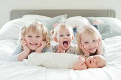 Newborn photography at home with the siblings is perfection! Photography by Brittany Cascio