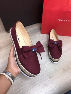 24 Casual Platform Shoes To Update You Wardrobe shoes womenshoes footwear shoestrends Source by arecgranbue shoes casual Top Shoes, Cute Shoes, Me Too Shoes, Shoes Sandals, Shoes Sneakers, Flats, Sneakers Fashion, Fashion Shoes, Dream Shoes