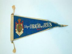 flâmula do colégio coração de jesus Obs de JuRicardo - as flâmulas eram bastante comum nos anos 50; pelo menos no quarto dos meus irmãos havia uma parede coberta por elas.