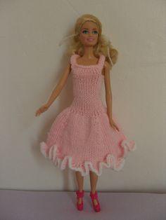 Habits de poupée Barbie, robe à volants http//www