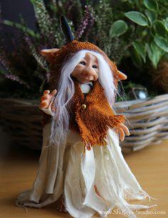 Maud - The Trolls of ShirleysStudio on DeviantArt Clay Fairies, Elves And Fairies, Forest Creatures, Magical Creatures, Troll Dolls, Fairy Dolls, Kobold, Fairy Figurines, Fairy Statues