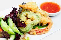 Een gezond borrelhapje? Wat dacht je van groente tempura uit de oven. Heel snel en gemakkelijk te maken, ook zonder frituur. Lekker vegetarisch!