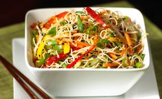 A quick and healthy recipe for Noodle Salad featuring Shirataki noodles mixed with veggies in a sweet and sour asian-style dressing, served warm. Indian Food Recipes, Asian Recipes, New Recipes, Ethnic Recipes, Recipies, Favorite Recipes, Fast Healthy Meals, Healthy Recipes, Healthy Foods
