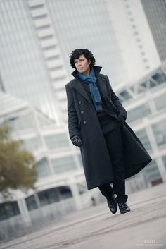 Sherlock #Cosplay #Rule63 Looks almost just like him!