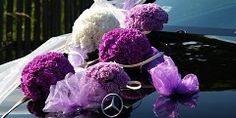 Květinová dekorace na svatební auto...